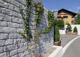 csm_2_139_Auvergne_Sichtschutzwand_Schwyz_Schweiz_Stein_und_Mauerwerk_580c925c32